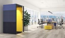 Akustický box v open space kanceláři