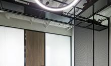 Detail na osvětlení a jednací koutek
